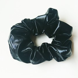 Scrunchie leatherlook Zwart