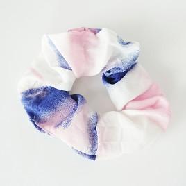 Scrunchie lichtblauw/roze